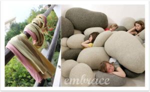 ART_BLOG_POUFS_EMBRACE